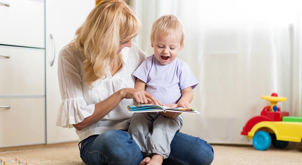 ¿Sabías cómo empiezan a armar frases los bebés?
